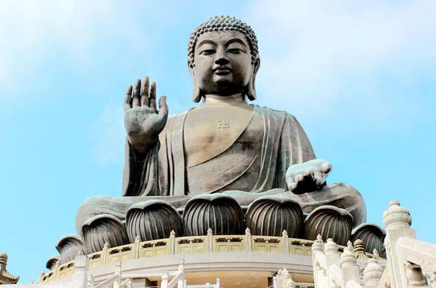 متحف و تمثال بوذا الكبير هونج كونج الصين