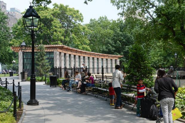 منتزه واشنطن سكوير من افضل اماكن السياحة في نيويورك امريكا