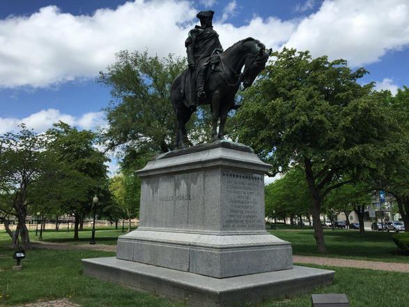 منتزه واشنطن سكوير من اهم الاماكن السياحية في نيويورك امريكا