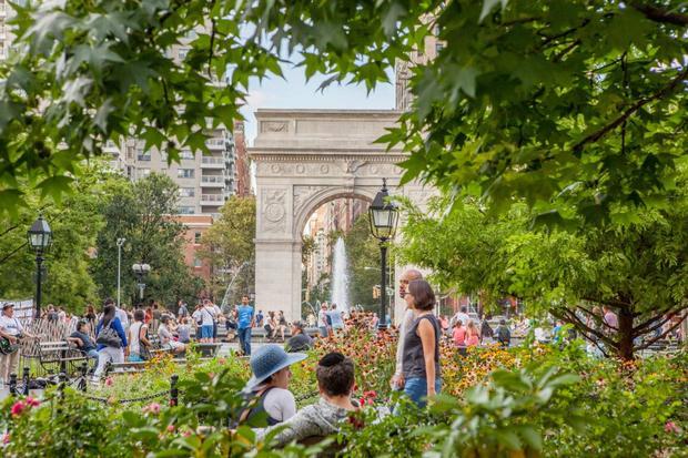 منتزه واشنطن سكوير من اجمل الاماكن في نيويورك سياحة