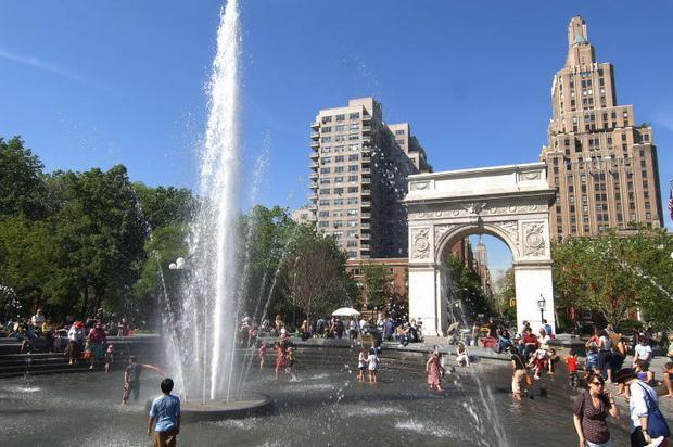 منتزه واشنطن سكوير في مدينة نيويورك امريكا