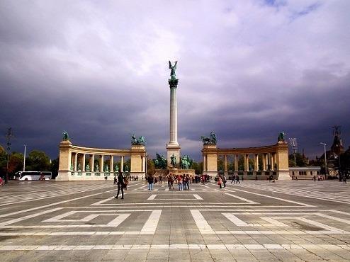ميدان الابطال في بودابست المجر