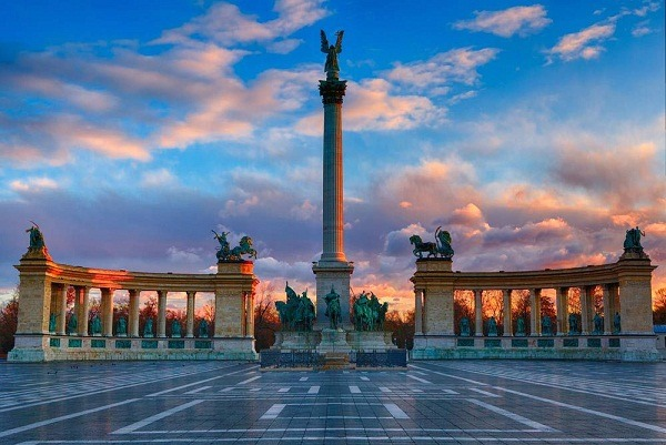 ميدان الابطال في مدينة بودابست المجر
