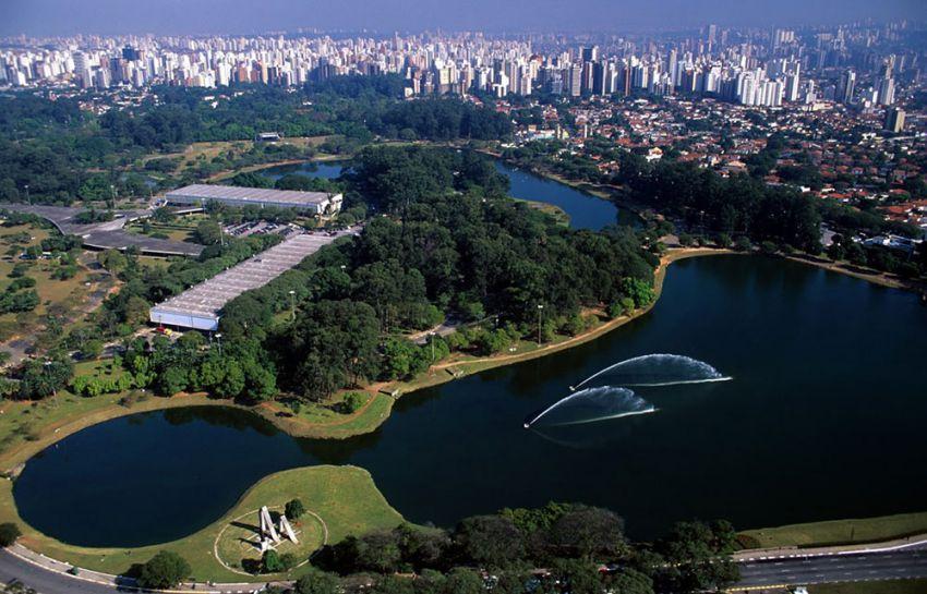 منتزه إبيرابويرا في ساو باولو ، يعتبر من اجمل الاماكن السياحية في ساو باولو البرازيل