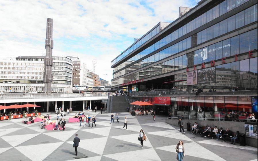 ساحة سيرجلس تورج من معالم ستوكهولم المميزة