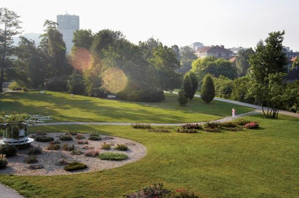 حديقة تيفولي من افضل الاماكن السياحية في ليوبليانا سلوفينيا