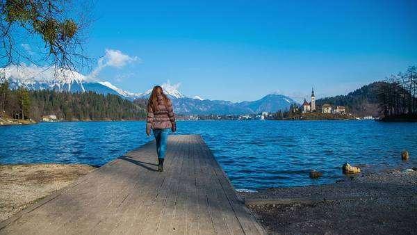 بحيرة بليد من اشهر اماكن السياحة في بليد سلوفينيا