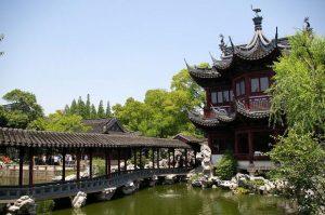 حديقة يو يوان شنغهاي Yuyuan Garden هي حديقة كلاسيكية تقع في منطقة أنرين جي في شنغهاي ويبلغ عمرها ما يناهز 500 عام لذلك تعد من أقدم الحدائق في المدينة ، تعرف في المقال على افضل الانشطة السياحية في حديقة يويوان شنغهاي ، بالإضافة الى افضل فنادق شنغهاي القريبة منها