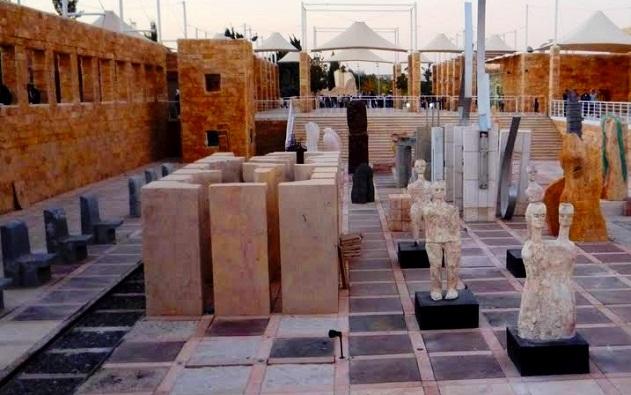 بعض معروضات القرية الثقافية في حدائق الملك حسين في عمان