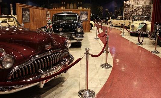 متحف السيارات الملكي في حدائق الملك حسين في عمان