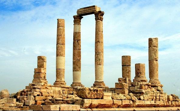 جبل القلعة في عمان من اهم اماكن السياحة في عمان الادرن