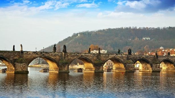 السياحة في براغ التشيك جسر تشارلز من اهم اماكن سياحية في براغ