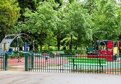 ملعب الأطفال في حدائق أوروبا