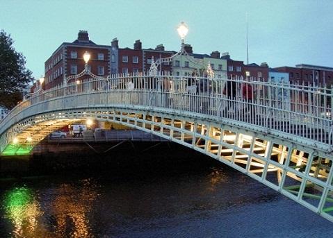 جسر هابيني في دبلن ايرلندا