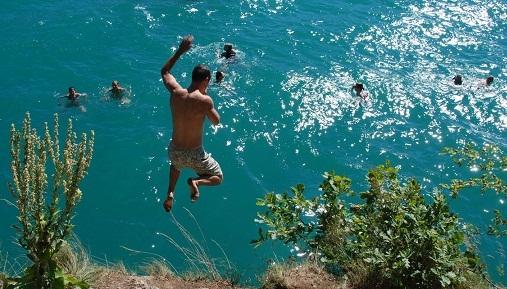 بحيرة انسي من افضل الاماكن السياحية في انسي الفرنسية