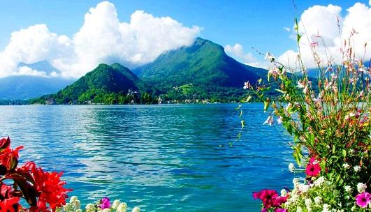 بحيرة انسي من اجمل اماكن السياحة في انسي فرنسا