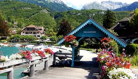 بحيرة انسي من افضل اماكن السياحة في مدينة انسي الفرنسية