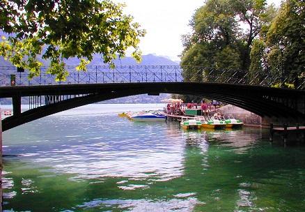 نهر لو تيو من الاماكن السياحية في انسي فرنسا