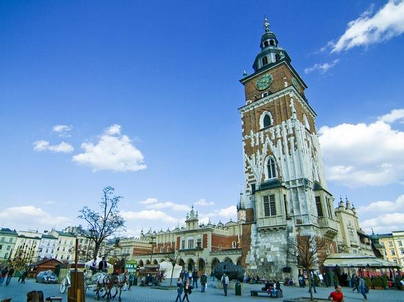 الساحة الرئيسية في مدينة كراكوف البولندية