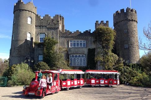 قلعة مالاهايد في مدينة دبلن إيرلندا