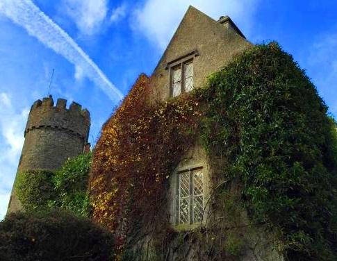 قلعة مالاهايد من اهم الاماكن السياحية في دبلن إيرلندا