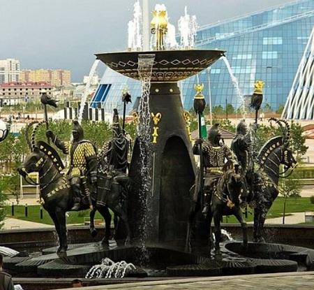 نافورة باحة مبنى متحف كازاخستان الوطني في أستانا
