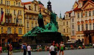 ساحة البلدة القديمة في براغ
