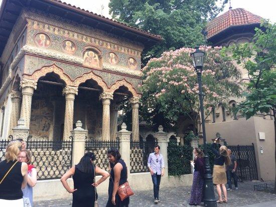 البلدة القديمة من اشهر اماكن السياحة في بوخارست
