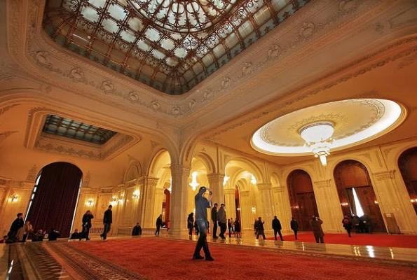 قصر البرلمان الروماني من افضل اماكن السياحة في رومانيا بوخارست
