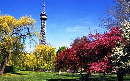 مشهد لبرج تلة بترين في براغ تشيكيا