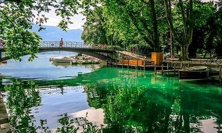 جولة عبر جسر العشاق