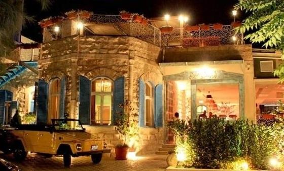 مباني قديمة في شارع الرينبو في عمان