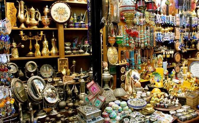 المحلات التجارية في شارع الرينبو في عمان