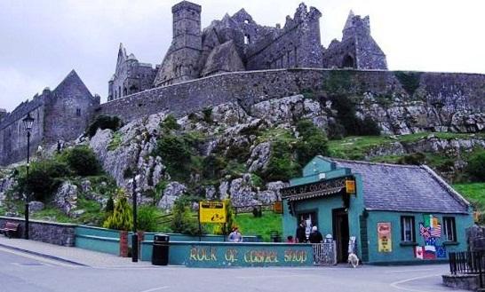 المتجر بالقرب من قلعة صخرة كاشيل