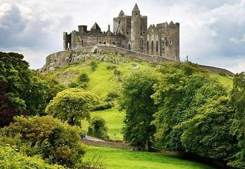 قلعة صخرة كاشيل من افضل اماكن سياحية في ايرلندا دبلن