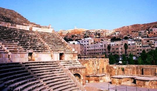 المدرج الروماني في عمان الأردن ، من اهم اماكن السياحة في عمان