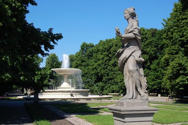 حديقة ساكسون من اجمل اماكن السياحة في وارسو