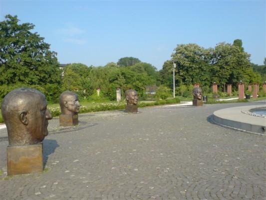 حديقة هيريستراو من افضل الاماكن السياحية في بوخارست رومانيا