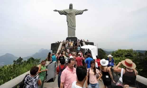 تمثال المسيح الفادي في مدينة ريو دي جانيرو البرازيلية