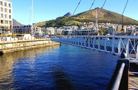 واجهة فيكتوريا وألفريد البحرية من افضل الاماكن السياحية في كيب تاون
