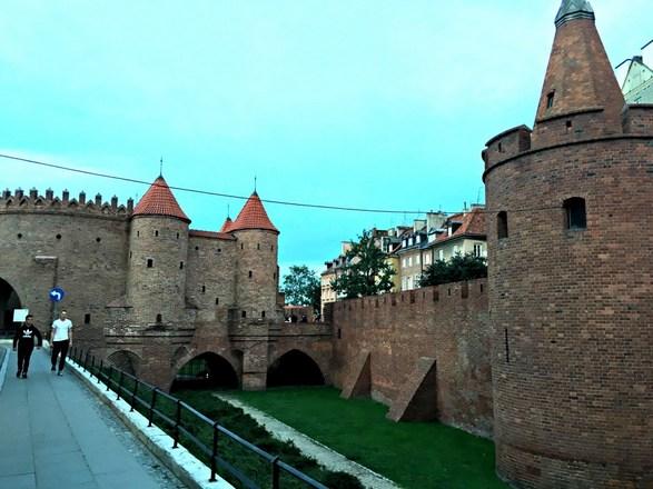حصن وارسو من افضل اماكن السياحة في وارسو بولندا