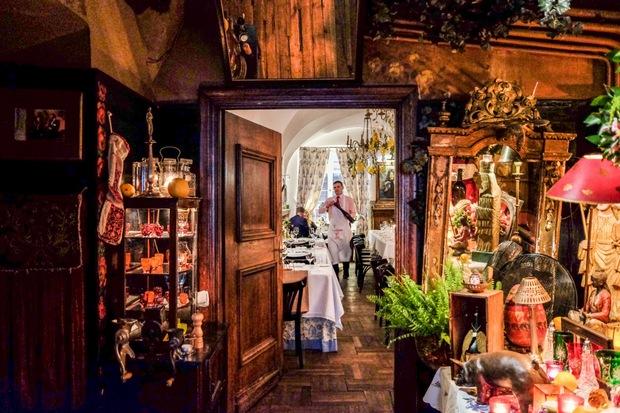 البلدة القديمة في وارسو من افضل اماكن السياحة في بولندا