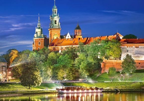 قلعة فافل من افضل الاماكن السياحية في كراكوف بولندا