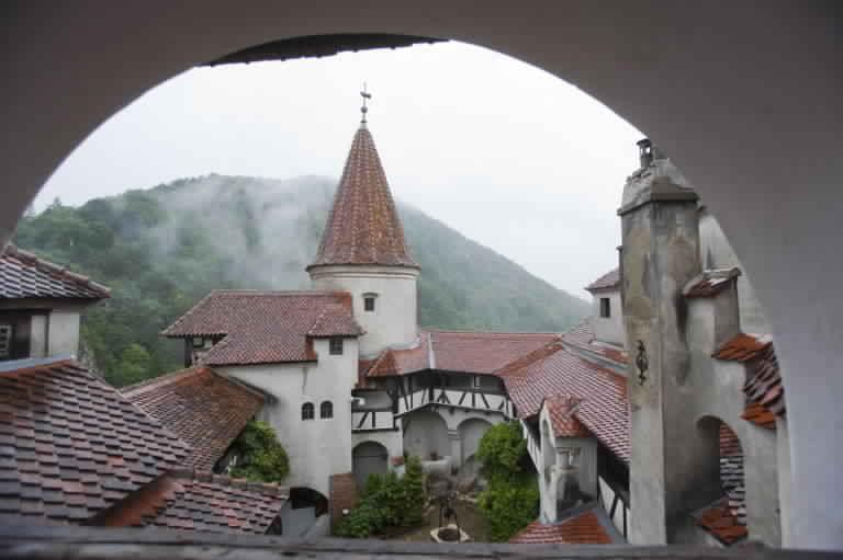 قلعة دراكولا في رومانيا بوخارست