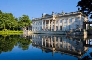 يعد المنتزه الملكي في وارسو من اجمل اماكن السياحة في بولندا