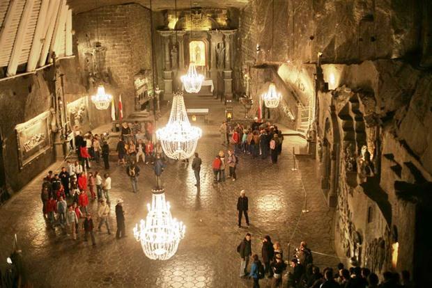 منجم فياليتشكا الملحي من اجمل اماكن السياحة في كراكوف بولندا