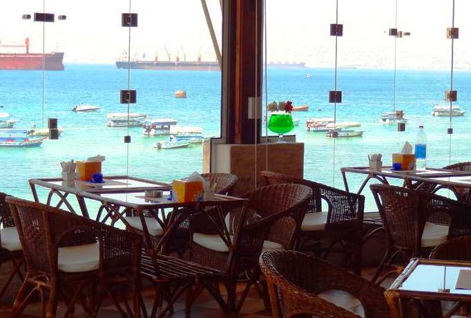 مطاعم بالقرب من شاطئ الحفاير في العقبة