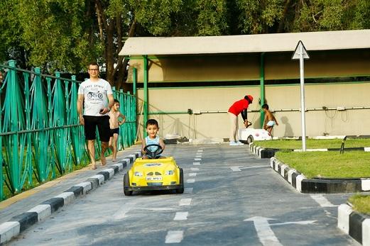 مدرسة القيادة للأطفال في متنزه قطر المائي في الدوحة