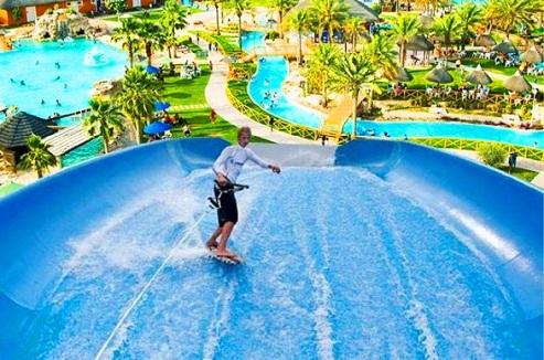 حوض التزلج المائي في متنزه قطر المائي في الدوحة - السياحة في قطر
