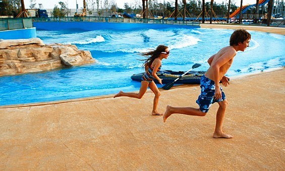 حوض الأمواج في متنزه قطر المائي في الدوحة